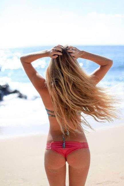 Пляж. Море. Девушки