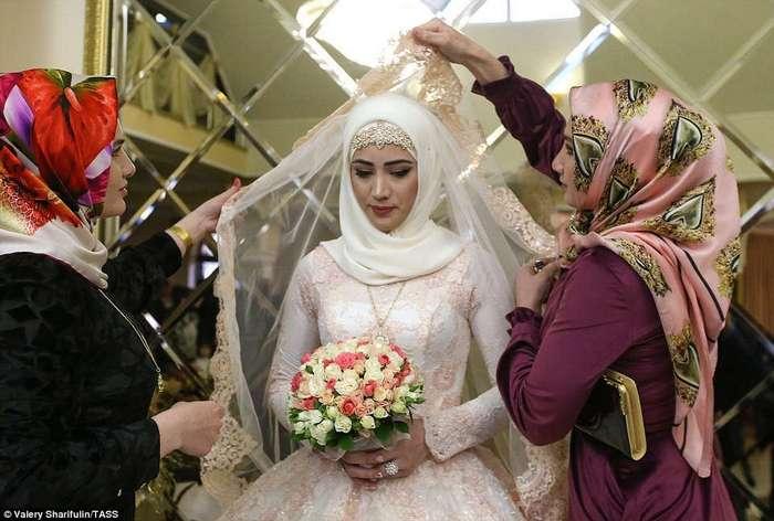 Как выглядит традиционная чеченская свадьба в Грозном