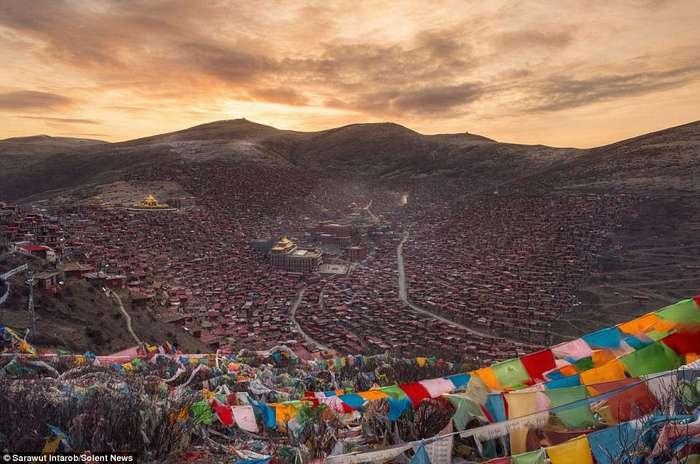 Ларунг Гар - крупнейшая буддийская академия в мире