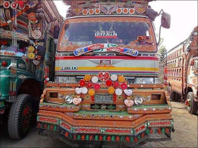 Пакистанские грузовики и автобусы. Буйство фантазии и кича