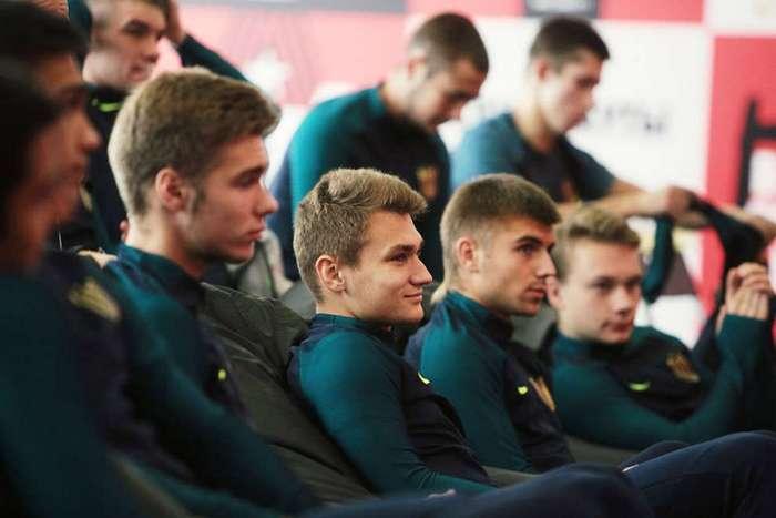 Как попадают в российский футбол