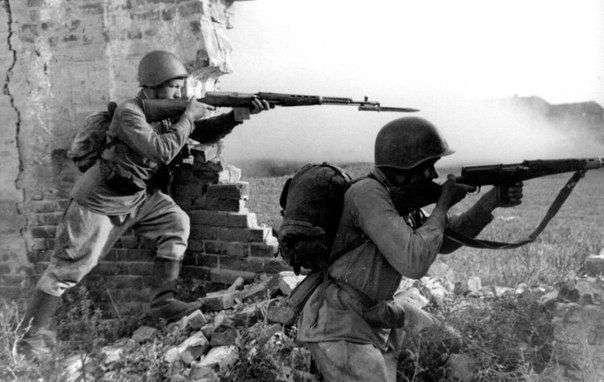 Мифы Второй мировой: одна винтовка на троих.