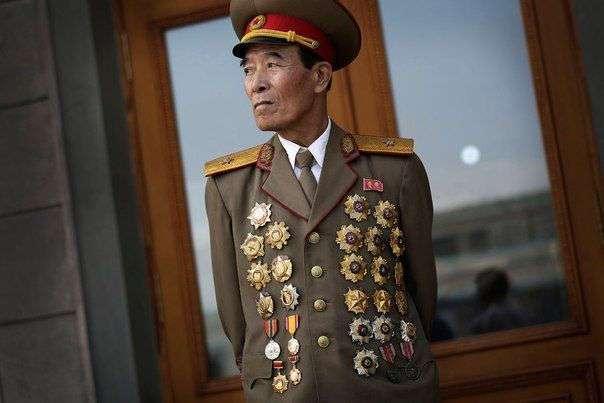 Топ-5 самых эпатажных военных мундиров