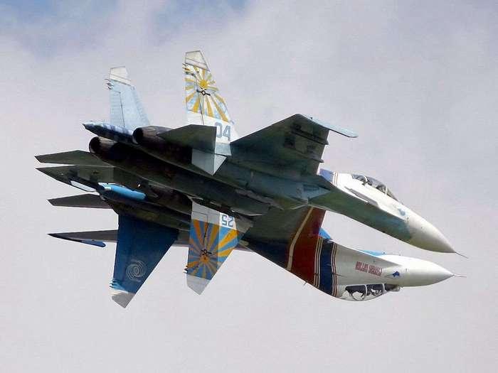 Такое вытворять могут только русские летчики!!!