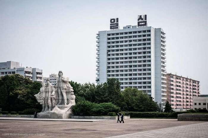 Контрабандные фотографии из Северной Кореи: Ким Чен Ын не одобряет!