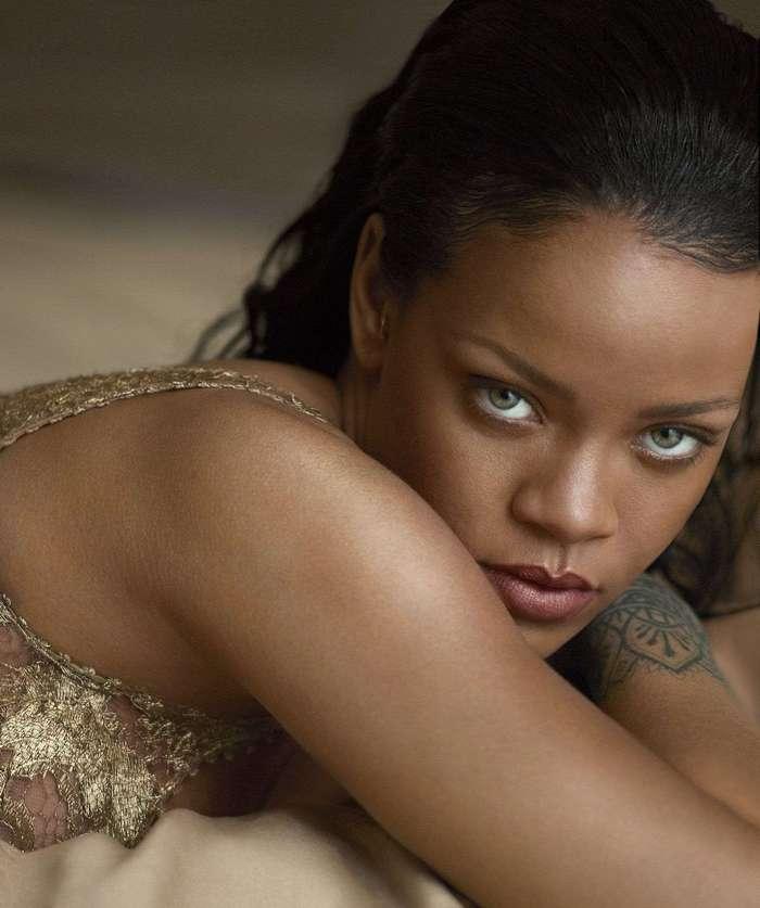 Рианна украсила обложку американского Vogue