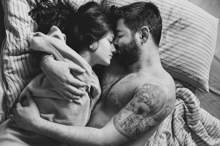 Интимные моменты из жизни влюбленных пар на снимках фотографа