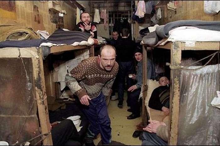 Как сидят бывшие тюремщики