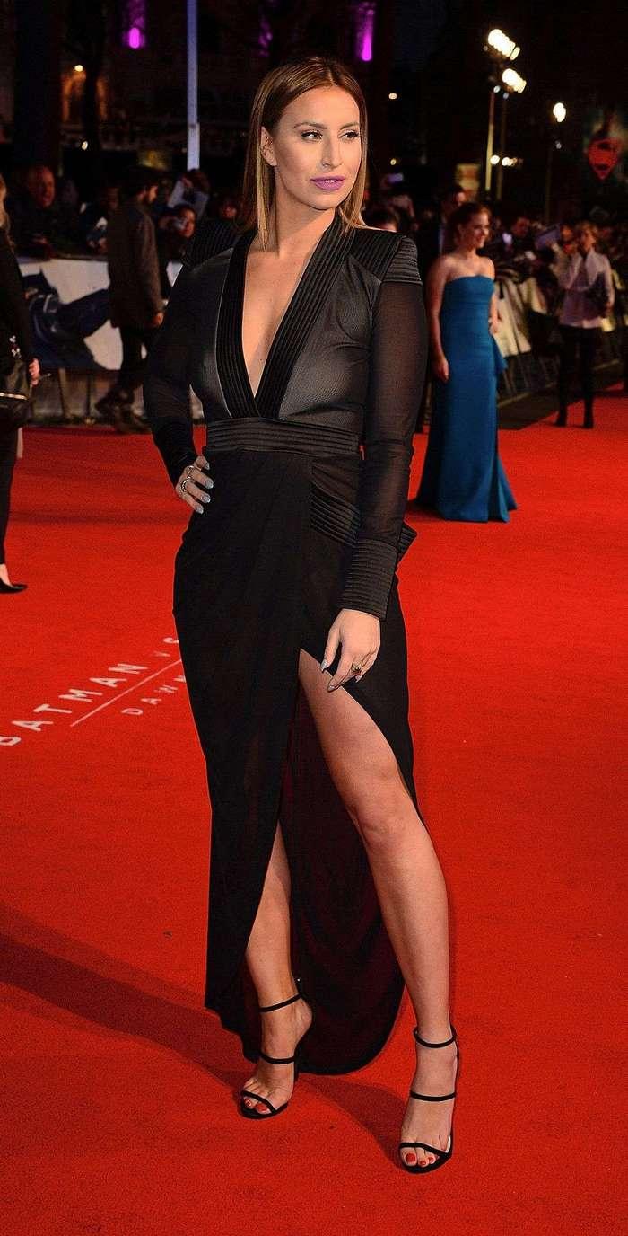 Ферни МакКанн в просвечивающемся платье
