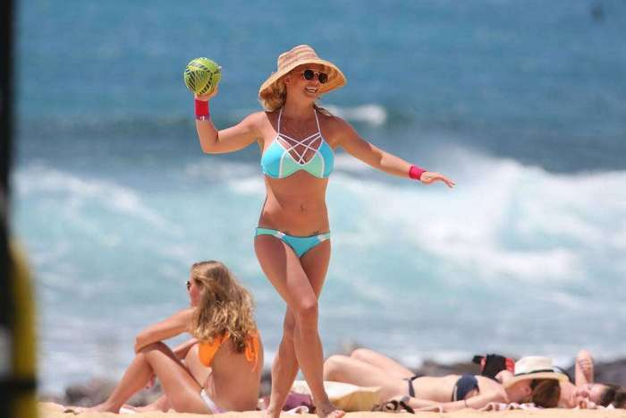 Бритни Спирс на отдыхе в бикини