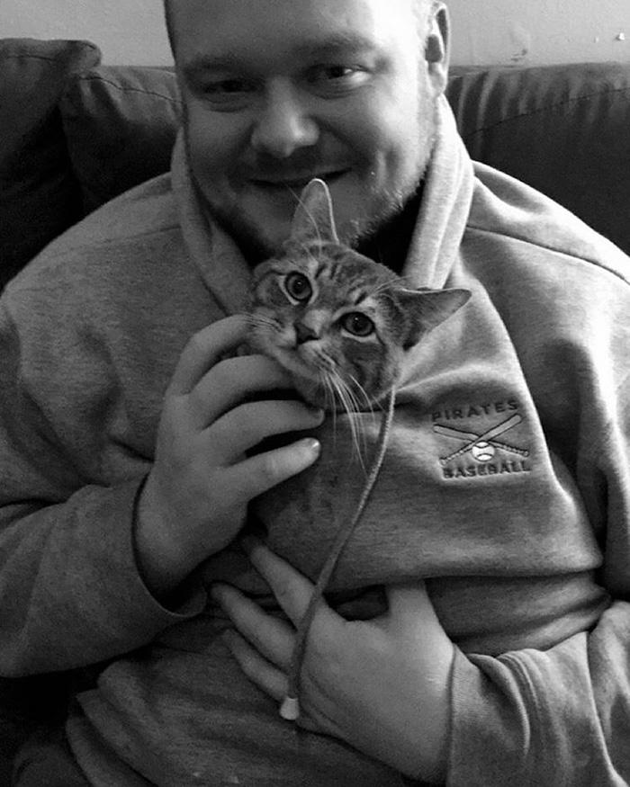 Пара приютила бродячего кота и обнаружила, что он не такой, как другие коты