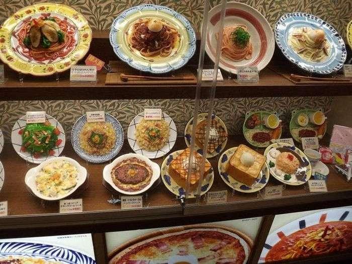 Искусственные блюда на витринах общепита в Японии
