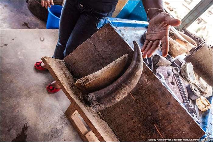 Как делают изделия из коровьих рогов на Мадагаскаре