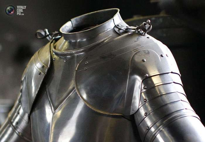 Как куют доспехи для гвардейцев Ватикана
