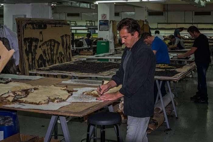 Как производят греческие шубы