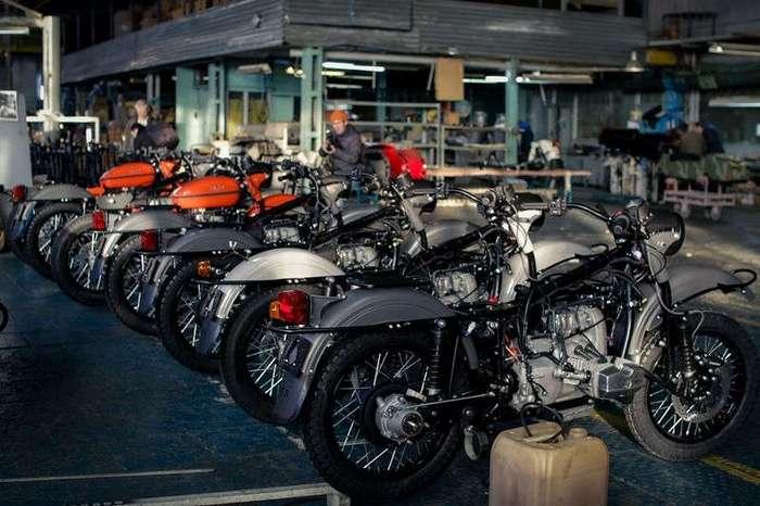 Как собирают мотоциклы «Урал»