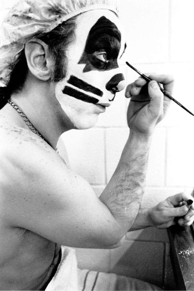 Как участники группы «Kiss» наносили свой знаменитый грим