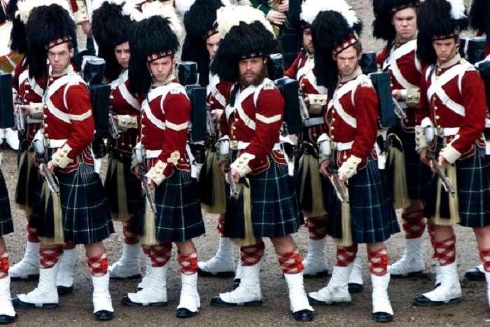 Килт: почему шотландцы любят носить юбки
