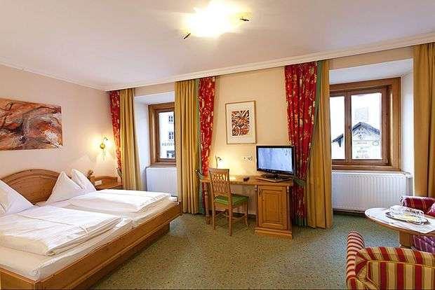 «Комната оказалась узкой, мебель — старая рухлядь. Только вид из окна отличный»: самые старые отели мира