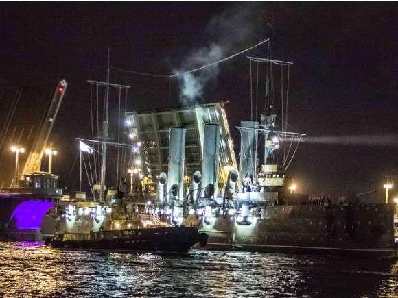 Крейсер «Аврора» вернулся под аплодисменты
