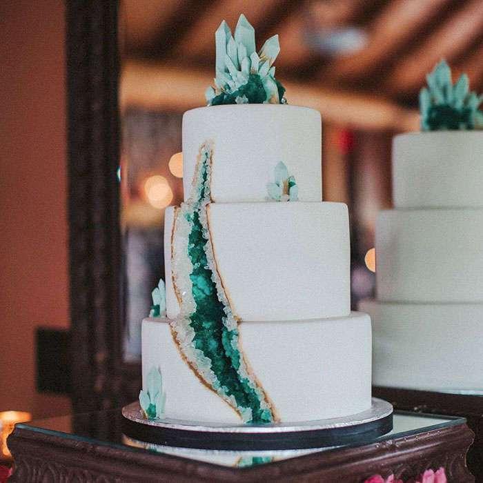 «Аметистовые» торты – новый свадебный тренд этого сезона