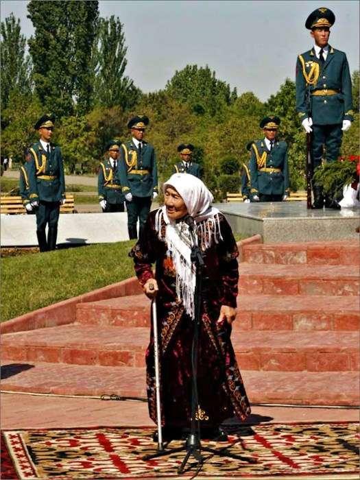 «Мать 150 детей»: как киргизская девушка стала матерью для детей из блокадного Ленинграда