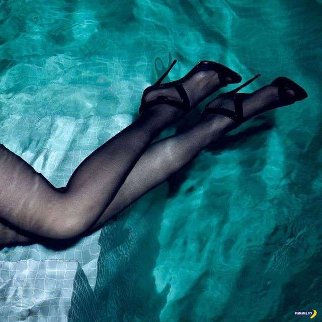 Моника Беллуччи - мокренькая и сексуальная!