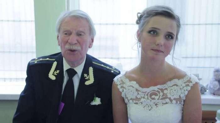 Неравные браки: они предпочитают упругую молодость опыту ровесников