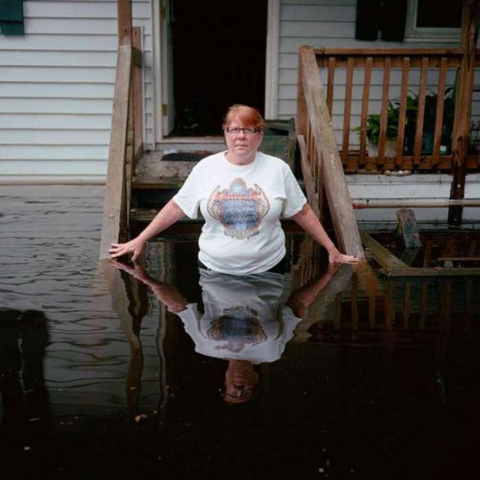 Шокирующие фото людей в затопленных домах