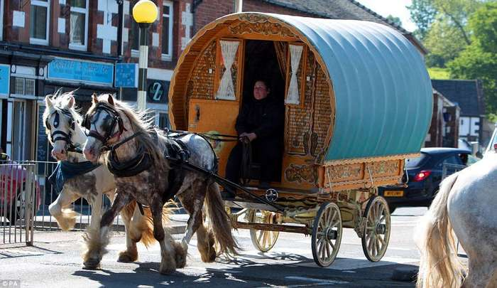 Смешались в кучу кони, люди: что творят тысячи цыган на конной ярмарке в Эпплби