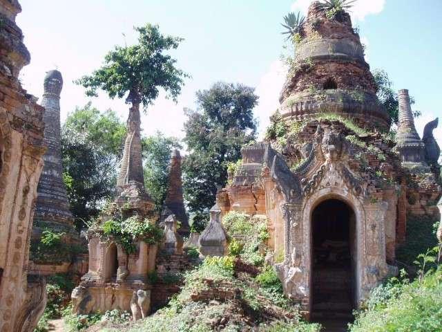 Средневековая деревня храмов в Мьянме