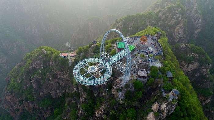 Стеклянная смотровая площадка на высоте 400 метров