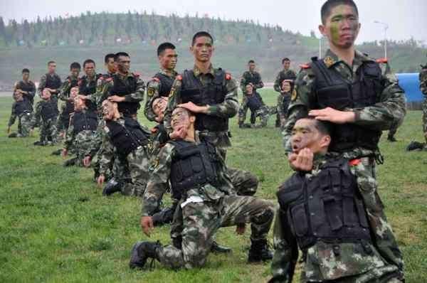 Странные учебные занятия и тренировки полицейских