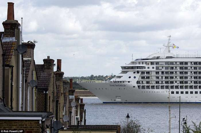 The World — огромная яхта-жилой дом