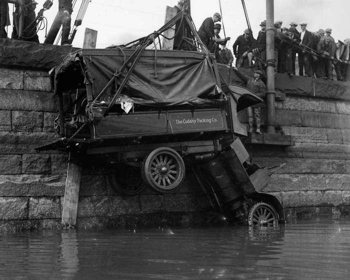 Трагичные и нелепые автомобильные аварии Бостона в 1930-х годах. Фотограф Лесли Джонс