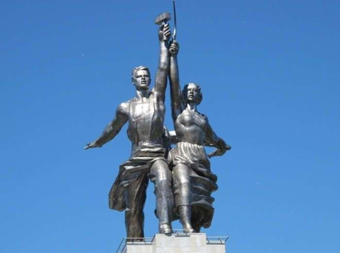 Троцкий в складках юбки, или Как появилась скульптура «Рабочий и колхозница»