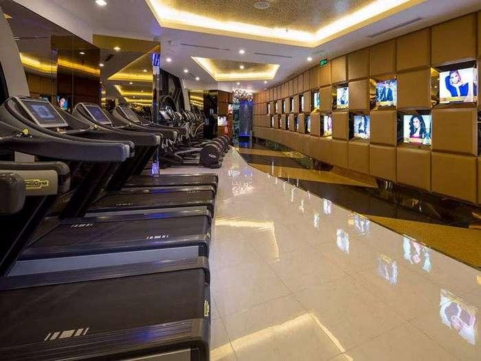 Внутри фитнес-центра со стоимостью абонемента 24 тысячи долларов в год