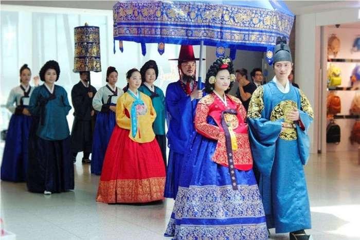 Какие свадебные платья носят девушки по всему миру