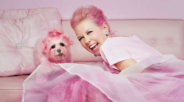 Женщина в розовом потратила на свою страсть миллион долларов!