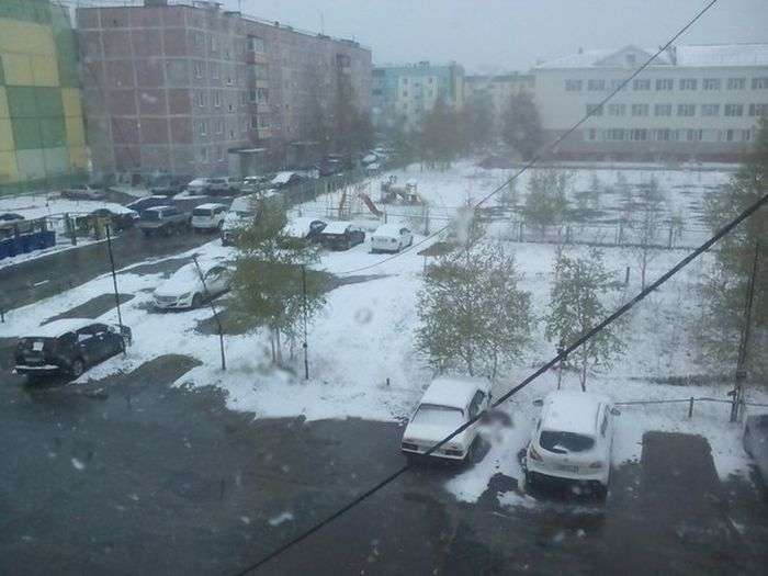 Снег в июне