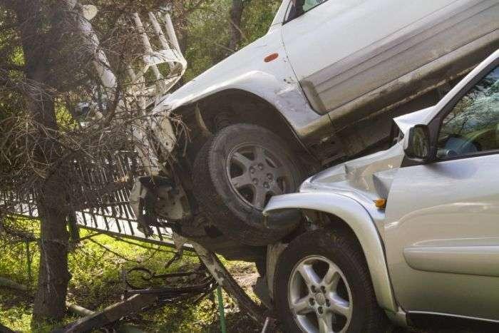 Автоледи не поделили дорогу и устроили серьезную аварию (6 фото)