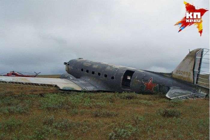На обшивке самолета,нашли послания экипажа и пассажиров (3 фото)