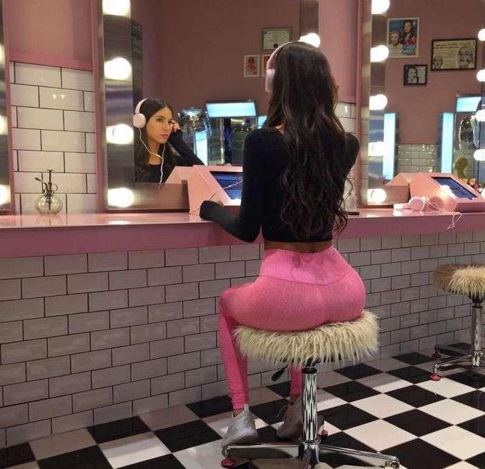 Самую сексуальную попу интернета не встретишь в общественном спортзале (17 фото)
