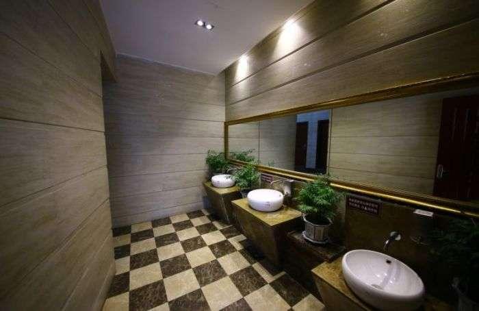 Пятизвездочный общественный туалет в Китае (14 фото)