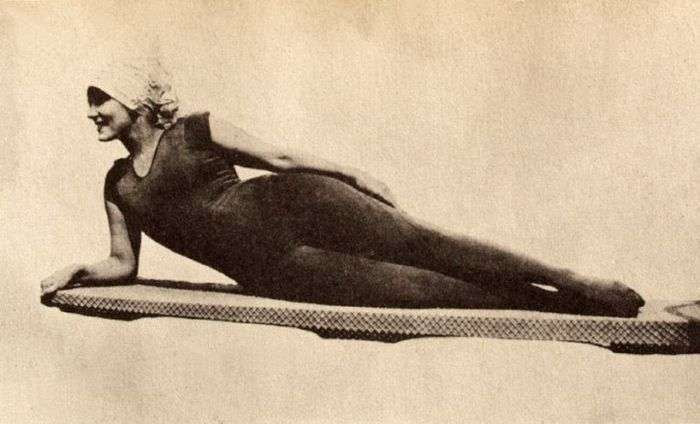Эволюция женских купальников (15 фото)