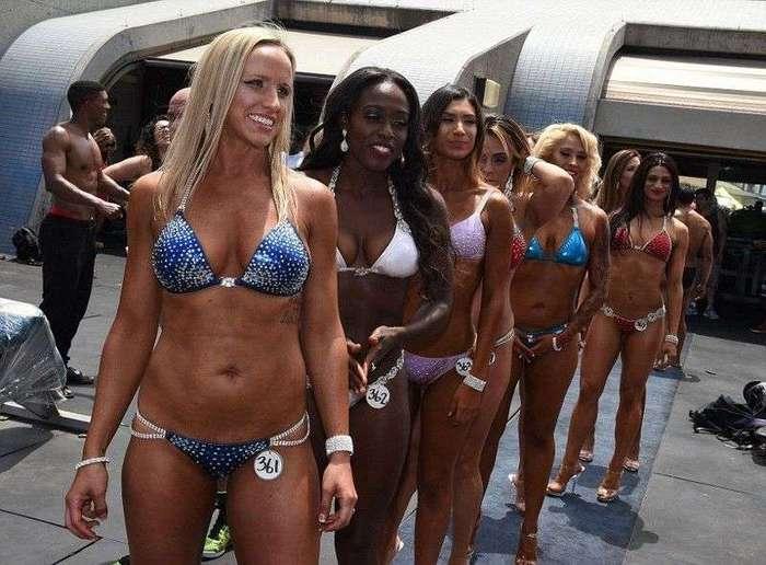 Калифорнийским участницам конкурса бикини на лица лучше не смотреть