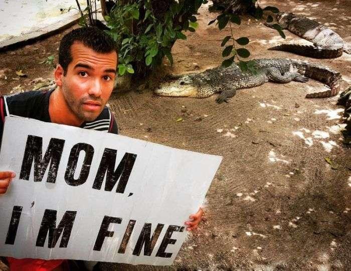 Путешествующий по миру парень успокаивает маму регулярными фотографиями