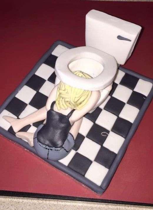 Мама затроллила дочь с помощью креативного торта