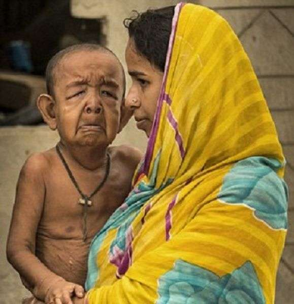 4-летнего мальчугана запросто можно спутать с пенсионером (7 фото)