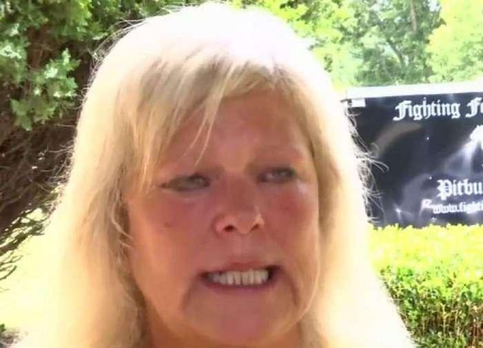 Бездомный питбуль спас женщину от грабителя